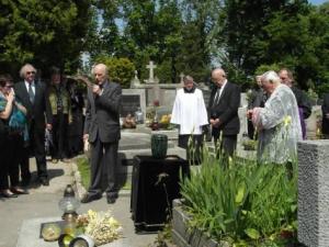 Prof. dr Jan Ostrowski w trakcie mowy pogrzebowej